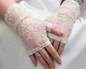 Ivory gloves, Ivory lace floral gloves, Ivory bridal arm warmers, Ivory Lace gloves, Ivory wedding gloves, delicate lace gloves
