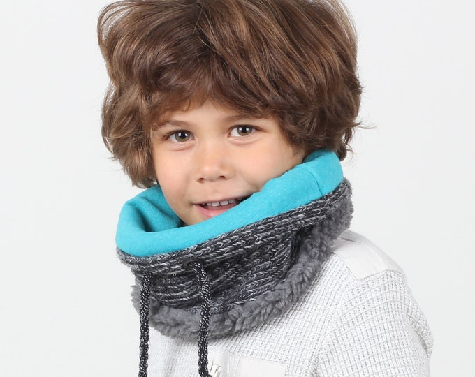 Childrens neck warmer in chunky wool knit lined with soft cotton and faux lamb