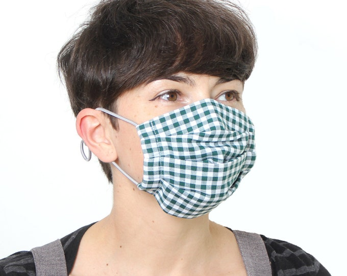 Pleated cotton cloth face mask with HEPA filter and adjustable straps, washable and reusable
