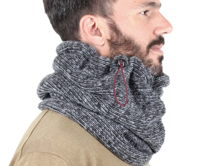 The chunky knit cowl in grey