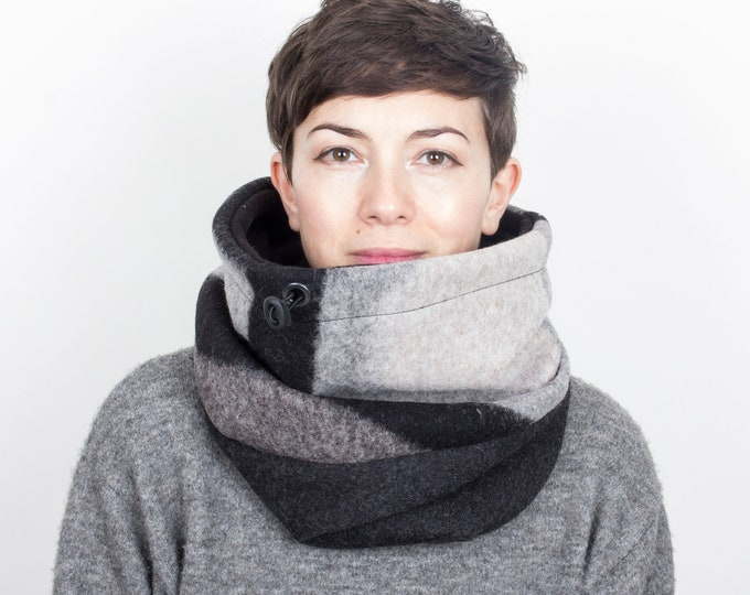 chunky knit Italian wool cowl in stylish geometric pattern with cotton lining - Outlet