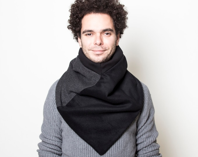 NEW triangle cowl scarf in black and grey wool - lined with faux lamb