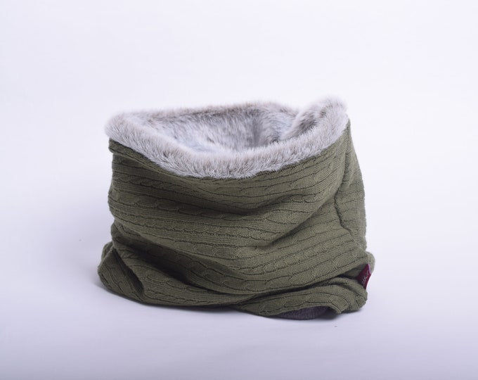 Cable knit wool cowl scarf in moss green with faux fur lining, hooded cowl