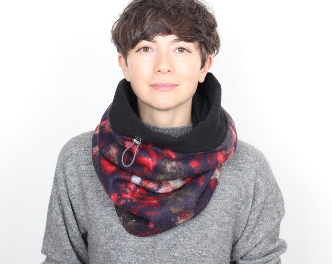 Stylish wool cowl in retro floral pattern with cotton lining - Outlet