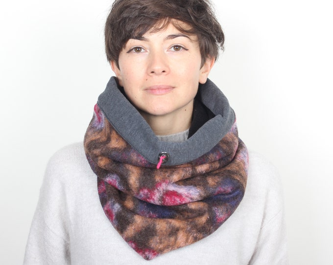 Stylish wool cowl in subtle floral pattern with cotton lining - Outlet