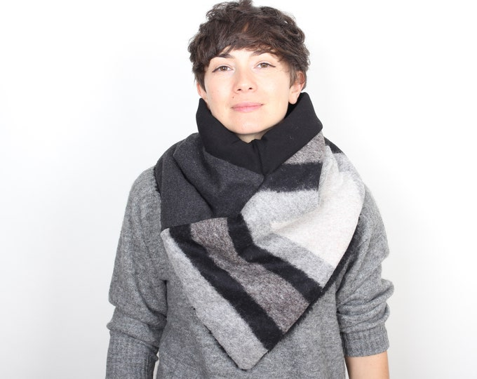 Outlet - Italian wool triangle scarf lined with black cotton