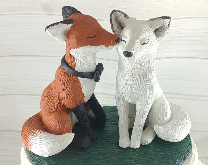 Fox Wedding Cake Topper - Realistic nuzzling