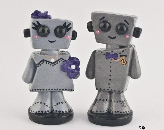 Robot Wedding Cake Topper Kawaii - Cute Bots Bride and Groom