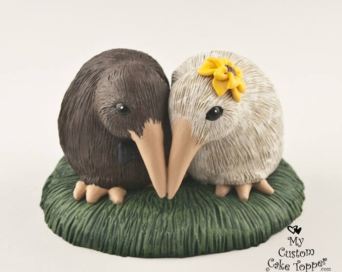 Kiwi Wedding Cake Topper - Realistic Cuddling