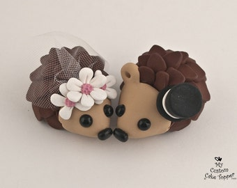 Hedgehog Wedding Cake Topper with Daisies