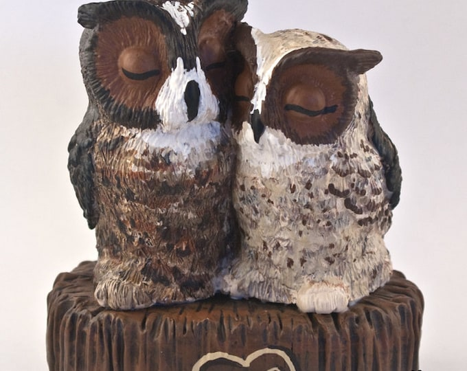 Great Horned Owl Wedding Cake Topper - Sitting on a Stump