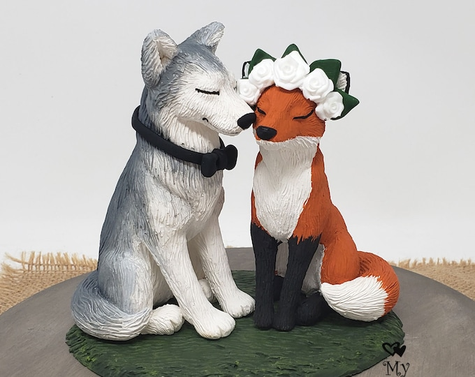 Realistic Wolf and Fox Wedding Cake Topper - Kissing Cheek