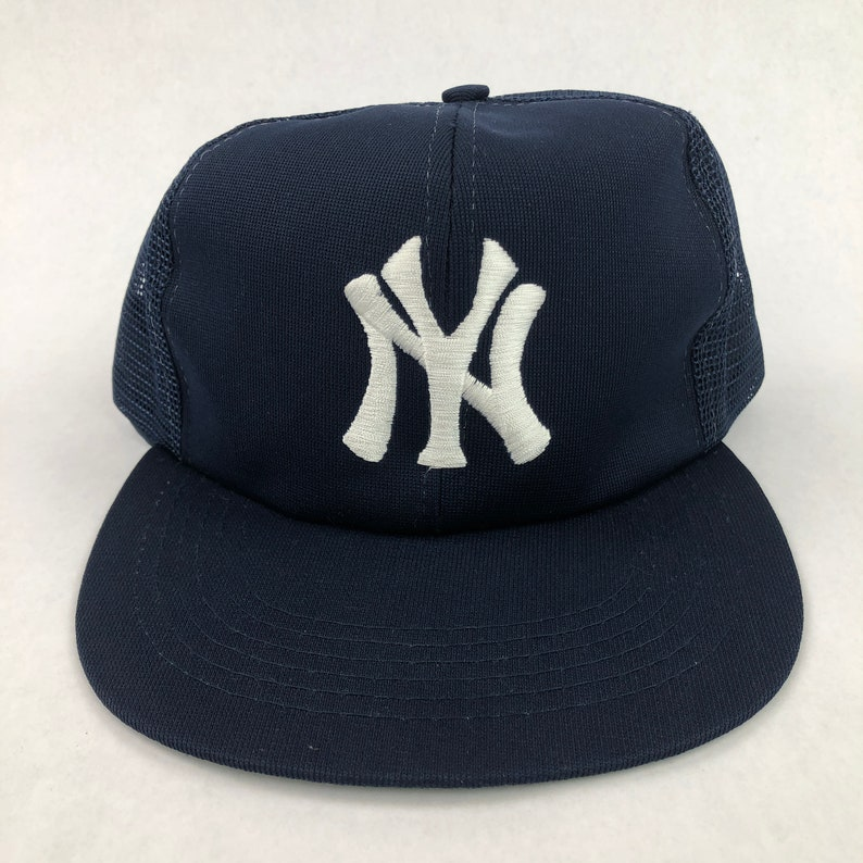 9d21d90e6 Vintage New York Yankees Snapback Trucker Hat