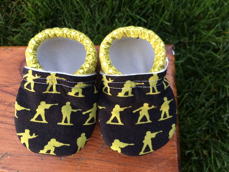 Baby Shoes  Green Military Men on Black with Circle Print  image 0