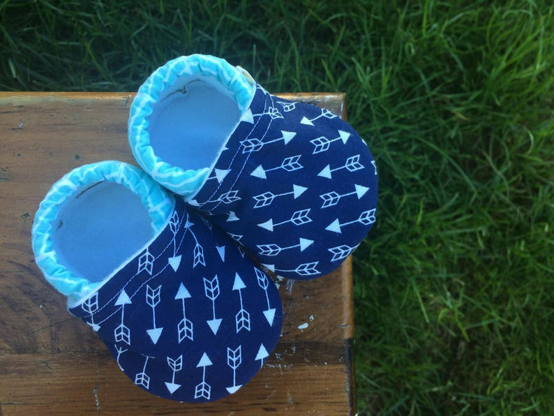 Baby Shoes  Navy Blue Arrow Fabric with Sky Blue Herringbone image 0