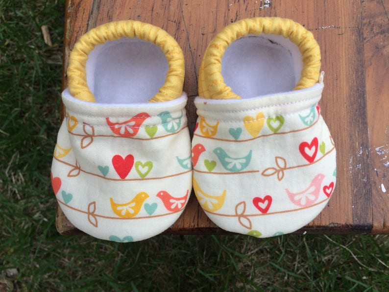 Baby Shoes  Pastel Birds with Hearts and Leaves  Custom image 0