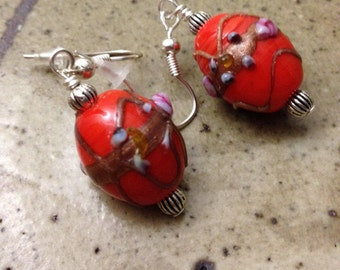 Red lampwork wedding cake glass bead earrings