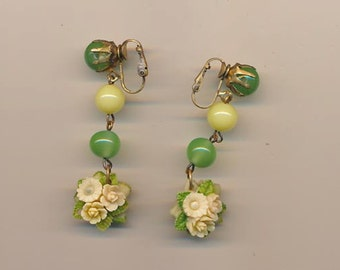 Fabulous vintage earrings: glass beads and celluloid flowers