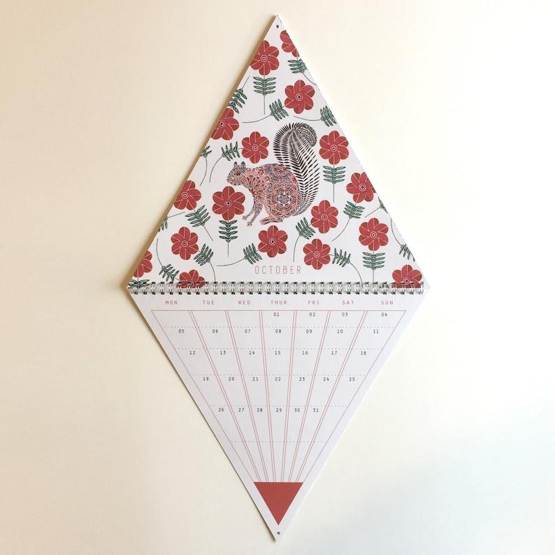 calendarios originales - triangle wall calendar