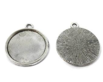 3 x Silver toned cabochon key pendant settings Fits 13x18mm glass