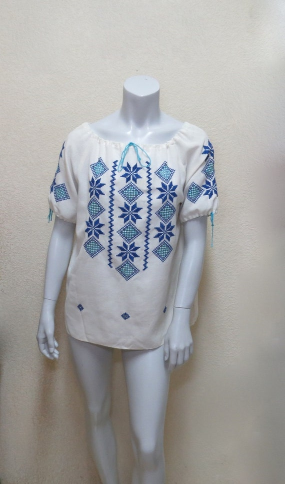 Vintage 70s Peasant Blouse w Blue Embroidery /& Cutwork