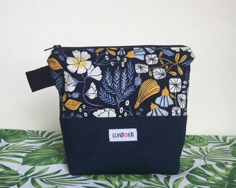 Reusable sandwich bag, reusable snack bag, ecofriendly, zero waste, zippered bag, cosmetic bag, ProCare lined – Navy Flower
