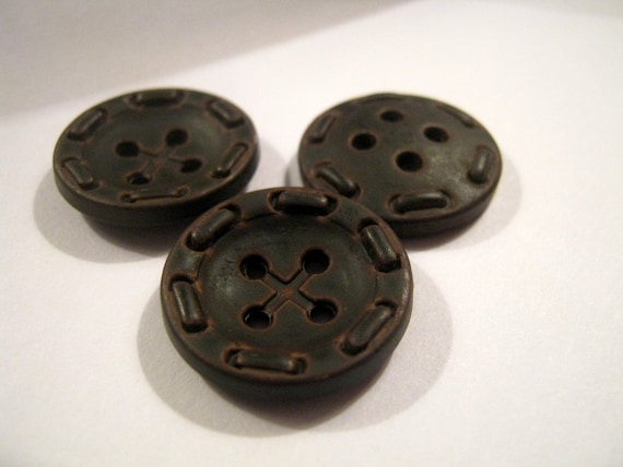 3 Colours and Sizes Pack of 10 Aran style plastic buttons