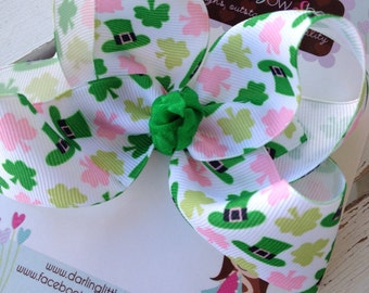 "St. Patrick's Day Bow --- Pink and green ribbon with top hats --- 4"" basic bow"
