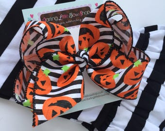"""Jack O Lantern Bow, Halloween Bow with smiling pumpkins - Choose 5-6"""" or 6-7"""" bow -- a SPOOKY fun bow in black, orange and white"""