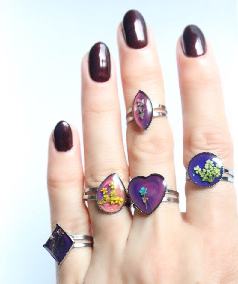Vintage Mood Rings With Tiny Pressed Flowers Inside Tumblr Etsy