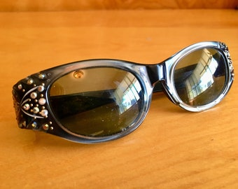 76d78e45cf2 SUNTIMER--Gorgeous 1950s Lucite Ladies Sunglasses in SlareGrey with  Incredible Rhinestone Detailing