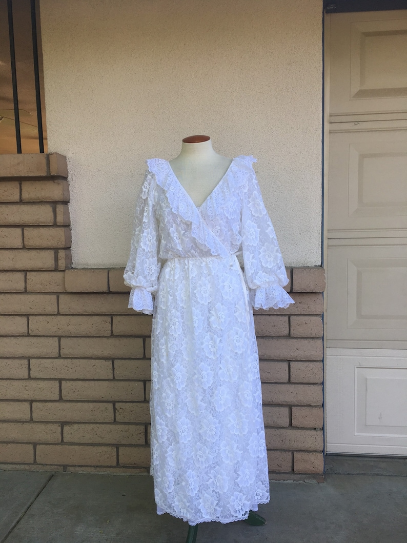 388745e5fb3 Vintage White Lace Peignoir Nightgown Robe Bridal Lingerie