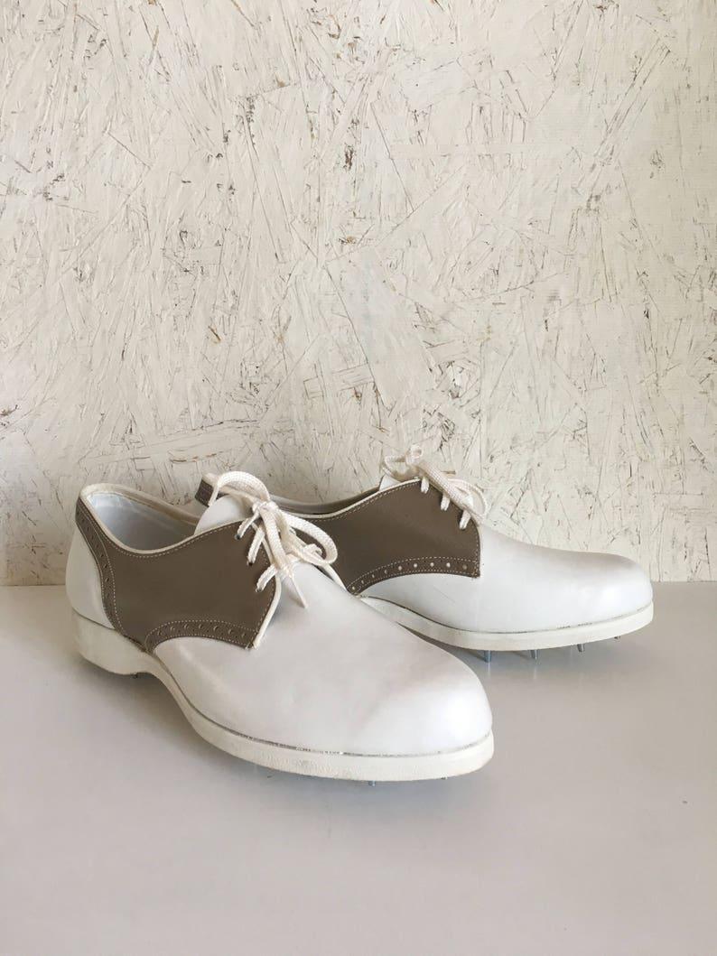 online store bf58d de02c Jahrgang Golf Schuhe 60er Jahre Leder zweifarbig weiß Taupe Damen  Golfschuhe von Hush Welpen DEADSTOCK Größe 8 1/2