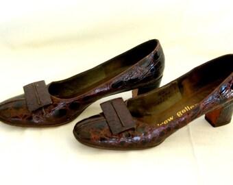 SALE Vintage 60s Patent Leather Pumps Andrew Geller Pilgrim Shoes 7 1/2 Narrow