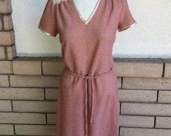 80s Mauve Dress, Nubby Texture Dress, V Neck Shift Dress w/Lace Size Medium