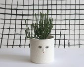 White textured ceramic cache-pot  - 3D nose