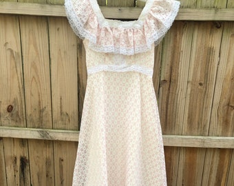 6c6f6f083 Vintage 70s Off the Shoulder Pink and White Eyelet Lace Madi Dress By  JCPenney Bust 34
