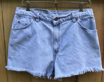 Vintage 90s High Waist Cut Off Levis / Light Wash Relaxed Fit Levi Shorts / High Waist Mom Shorts Size 14 / 90s Levi Shorts