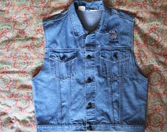Georgetown Hoyas Jean Vest - Size L - Denim Vest featuring Georgetown Hoyas  - 90s clothingBulldog logo