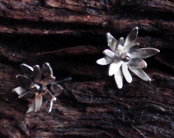 Daisy Earrings, Silver Flower Jewelry, Cherry Blossom, Marguerite, Nature Earrings, Hammered Silver, Gift For Mom, Gift For Her, Feminine