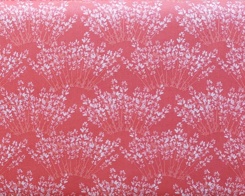Moda Fabrics 100/% cotton quilting fabric made in Japan Fat Quarter or more FQ Honey Honey Coral red Kate Spain