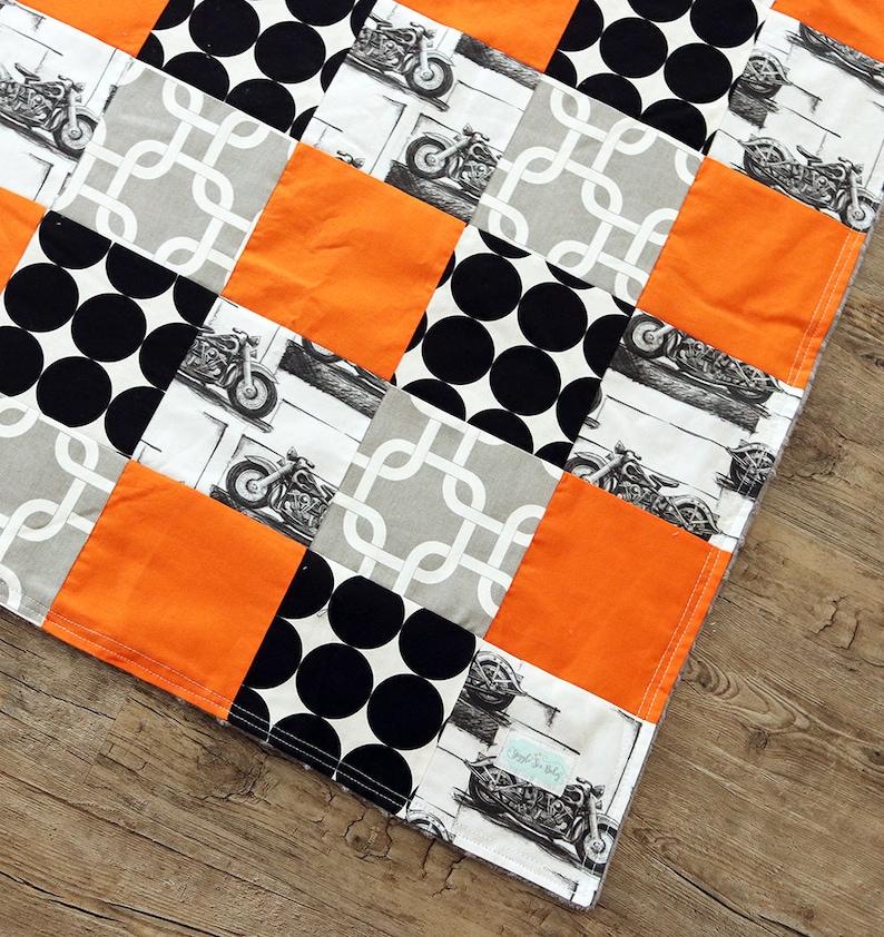 Chambre de bébé, couverture pour bébé garçon, couverture de lit moto,  Orange et noir de moto Orange, chambre d'enfant de lit couverture