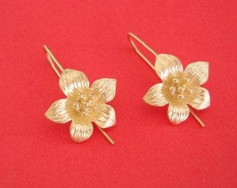 2-Five Petals Flower Earrings Matte Gold over Brass Wedding Jewelry.