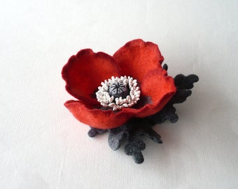 Red and gray felt flower brooch red poppy with grey leaves floral jewelry natural jewelry gift for her wool accessories