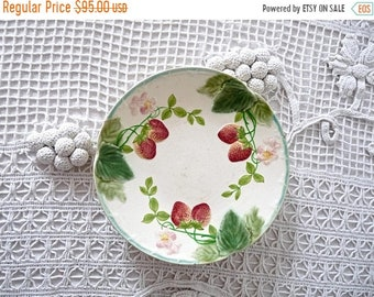 50% DISCOUNT Choisy Le Roi Plate - Antique french Majolica Plate -Antique barbotine - French Antique Majolica - Choisy-Le-Roi - Strawberry