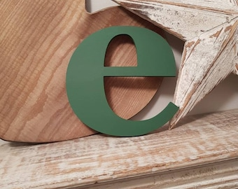 Wooden Letter e - painted and distressed - letter art, interior decor, 18.5cm