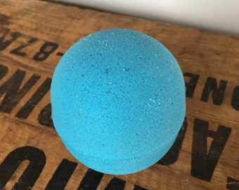 Lavender essential oil   - 1 Large 7.5 - 8oz  Bath Bomb - Dead sea salt - Avocado oil - Spa day at home - Lovely gift - A soothing scent