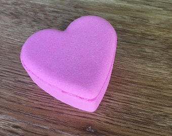 Sweet Pea Heart Bath Bomb - Fresh floral with a touch of apple - 3.5 oz  or 85g - Dead sea salt - Grapeseed oil - Spa day at home