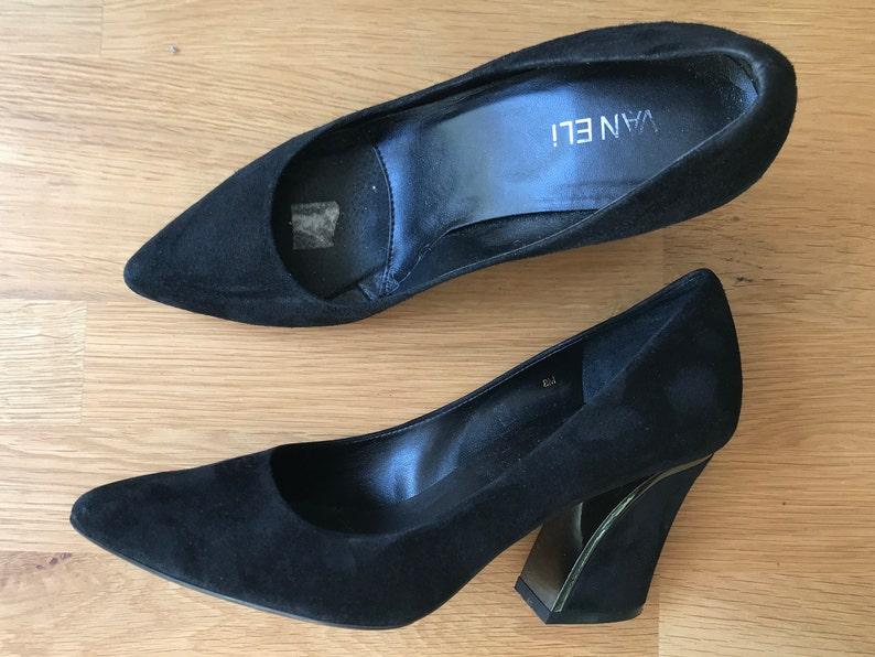 f4703dac01417 Vintage 90s Vaneli black suede pumps, size 8. Gun metal trim on the heel.  Runs 1/2-size small!