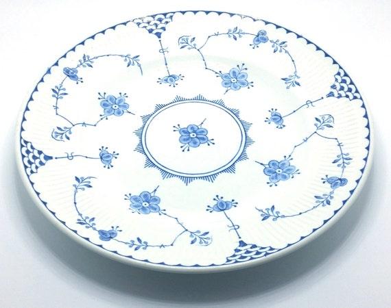 Assiette de salade en bleu du Danemark par les franciscains. Remplacer un cassé!